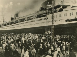 Throngs at the Port of Bremen. Not the era of Josef's departure, but gives a sense of the kind of crowd he describes. (From the collection of Maggie Land Blanck)