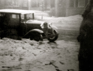 Blitzbuggy at the Draft Office, Chicago, 1/23/1943